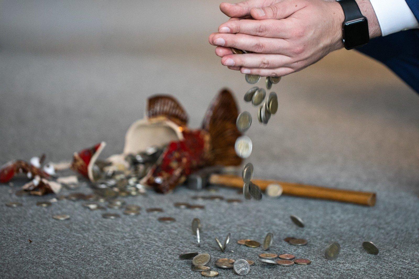 Kaip Iwangai uždirba pinigus