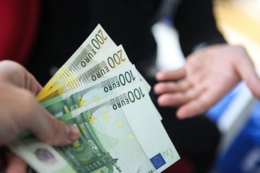 kiek pasaulis uždirba per metus kaip namo direktorius uždirba pinigus 2