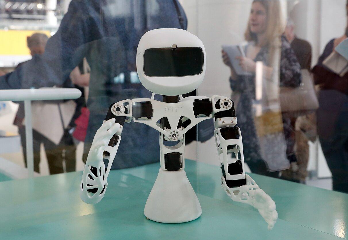 prekybos robotai pagal naujienas minimalių indėlių dvejetainių pasirinkimo galimybių svetainė