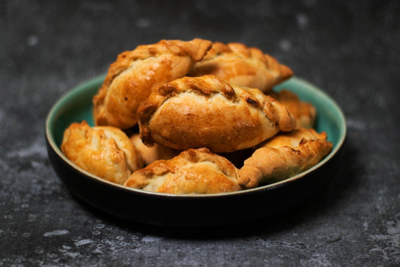 Greitai pagaminami pyragėliai su mėsa arba beveik kibinai | hausis.lt