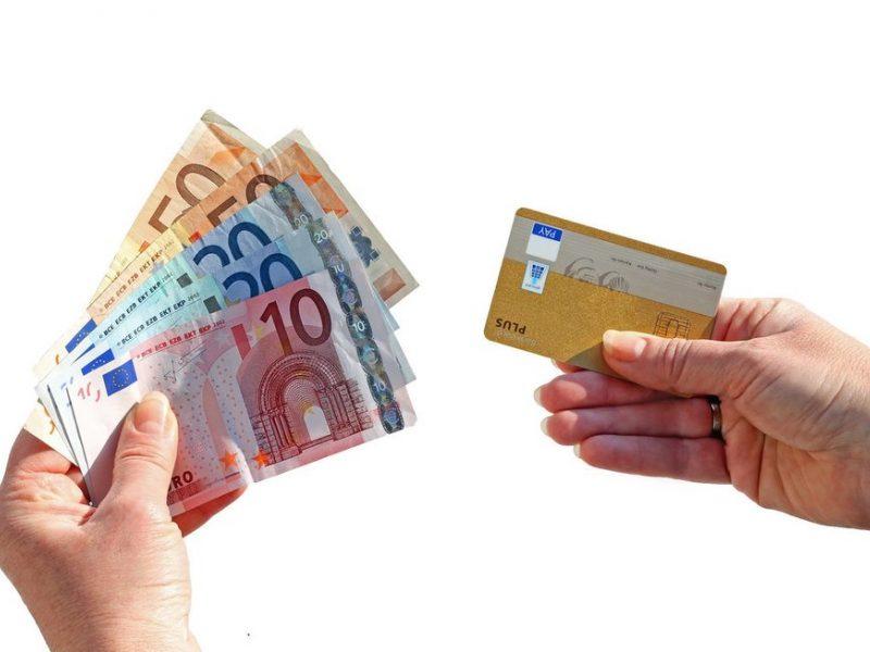 atlyginimų mokėjimai prekyboje pinigais